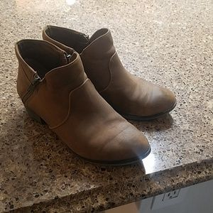 Tan leather ankle boot 7.5 WIDE
